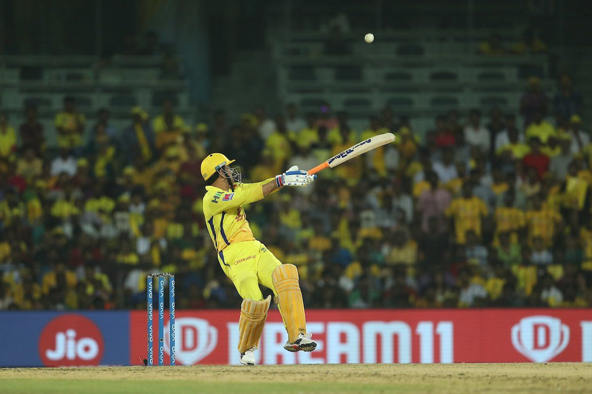 MS Dhoni, IPL 2019, Dhoni One-Handed Six, Chris Morris, CSK vs DC, Chennai Super Kings, Delhi Capitals, Latest Cricket News, Suresh Raina