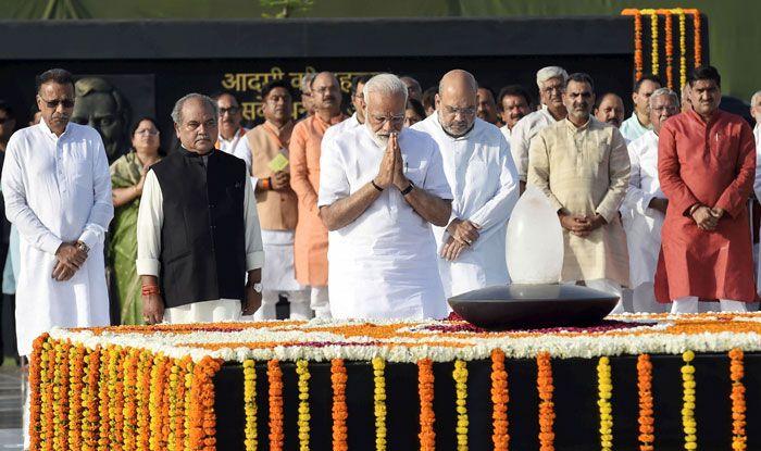 Narendra Modi pays homage to Atal Bihari Vajpayee. Photo Courtesy: PTI