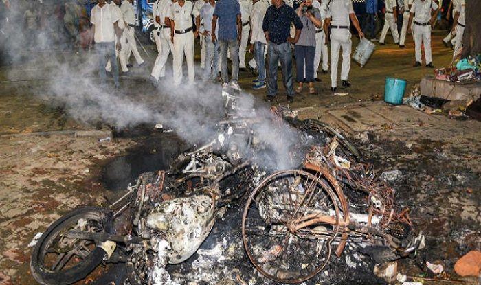 Violent Clashes Erupt at Amit Shah's Kolkata Roadshow: BJP Asks EC to Ban Mamata From Campaigning; TMC Hits Back
