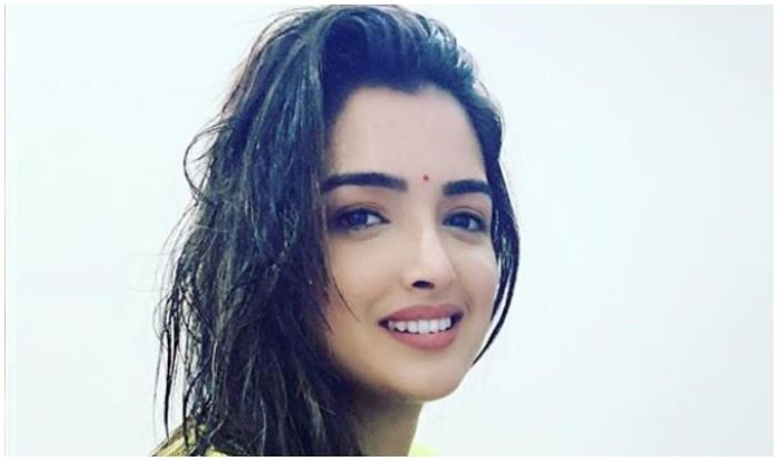 Bhojpuri Hot Bomb Amrapali Dubey's Pic in Ethnic Avatar With Freshly-Washed Hair Makes Our Heart Beat Faster