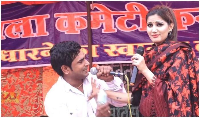 Sapna Choudhary Sings And Dances to Shah Rukh Khan's Song 'Is Pyar Se Meri Taraf Na Dekho' at Stage Show- Watch