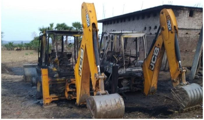Bihar: Naxals Torch 4 Vehicles Engaged in Road Construction Work in Gaya