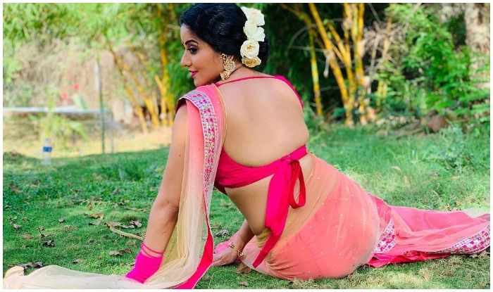 Nazar Star Monalisa Sets Temperatures Soaring in Backless Saree And Fans Can't Stop Ogling