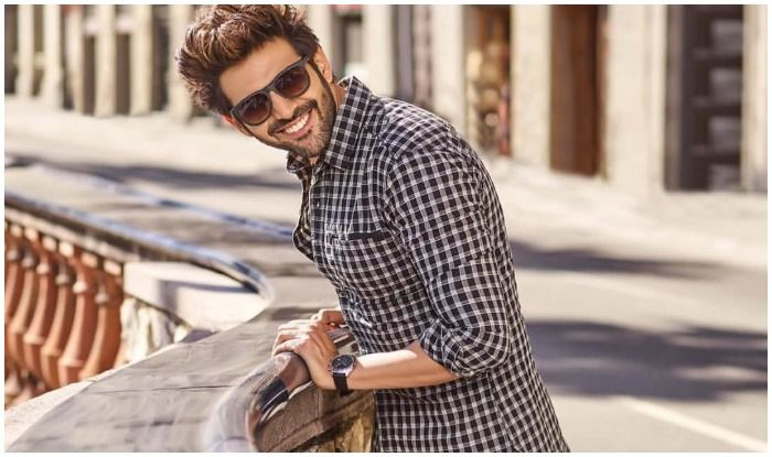 Kartik Aaryan 'Can Just Smile it Away' to Make Your Sunday And THIS Picture is Proof!