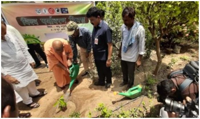 Akhilesh Yadav, Ram Naik and Dinesh Sharma Celebrate Eid and World Environment Day in Uttar Pradesh