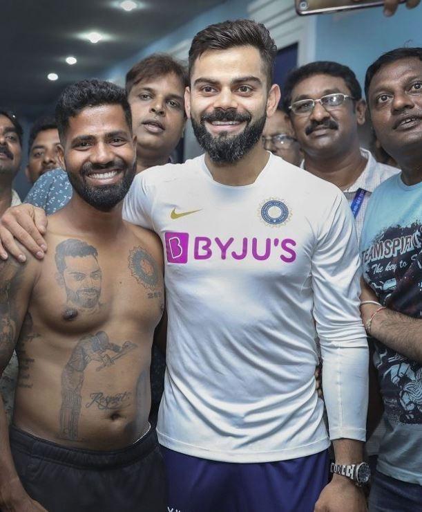 Virat Kohli Hugs Special Fan With Jersey Number India Vs