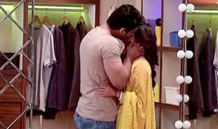 bigg boss 13 siddharth shukla rashmi desai love making intimate kissing video viral