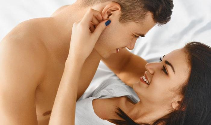 How can satisfy a woman in bed in hindi