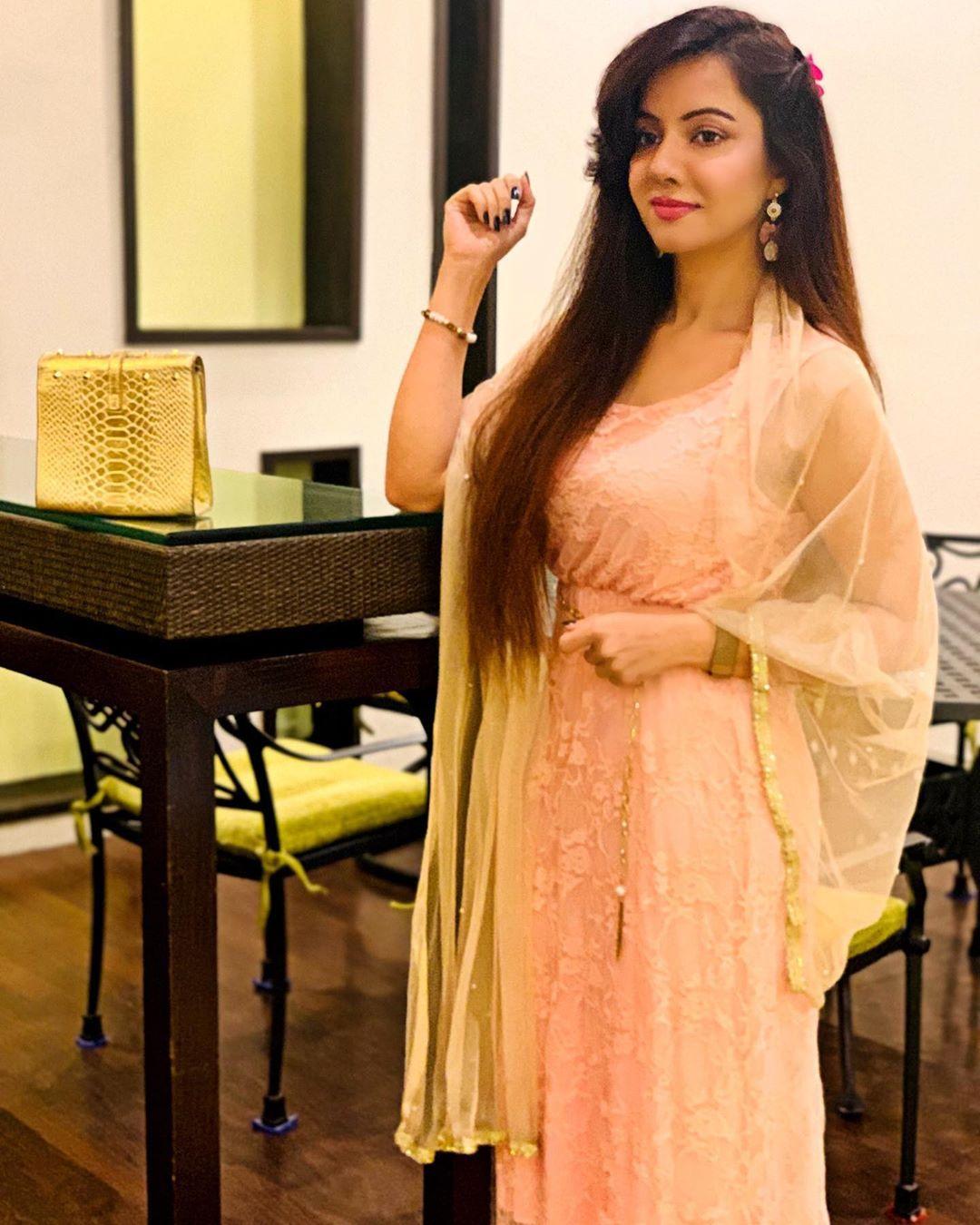 pakistani singer rabi peerzada nude video viral says allah