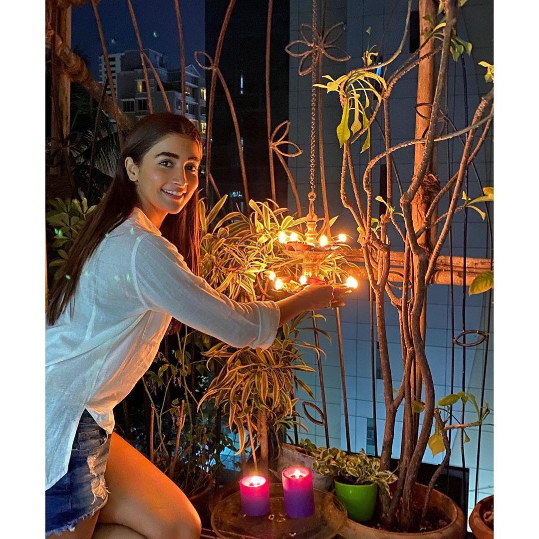 bollywood celebs corona virus 9-minute-9-pm pm narendra modi challenge deepika padukone alia bhatt lightning diya see pics