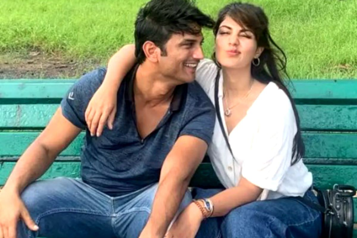 Sushant Singh Rajput Death Case: Mumbai Police Says Rhea Chakraborty's Name in Their Statement
