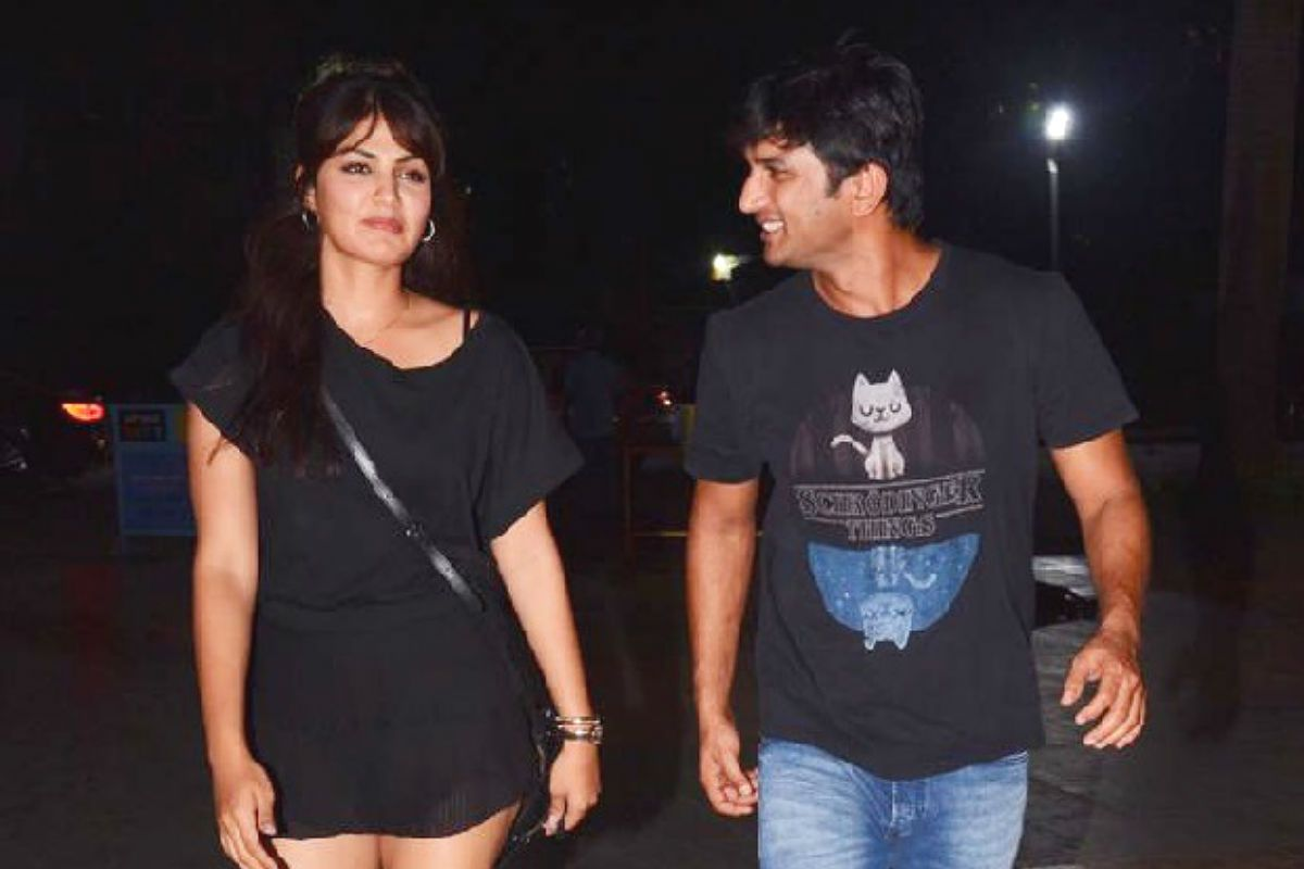Sushant Singh Rajput's WhatsApp Chats to Rhea Chakraborty, Siddharth Pithani And Sister Priyanka Out