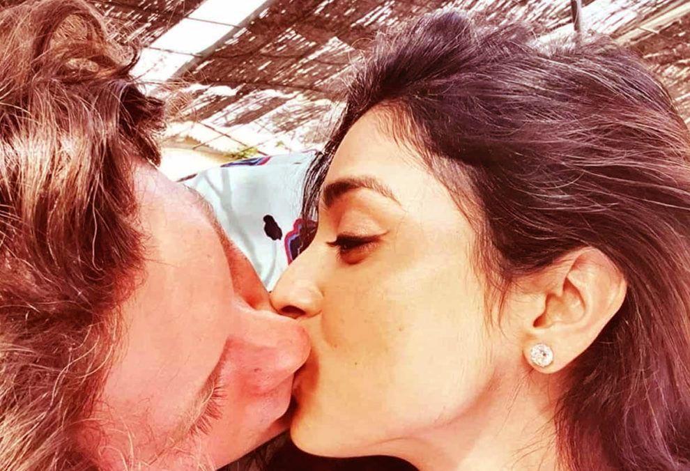actress-shriya-saran-romantic-kissing-lip-lock-with-husband-all-set-to-make-you-crazy