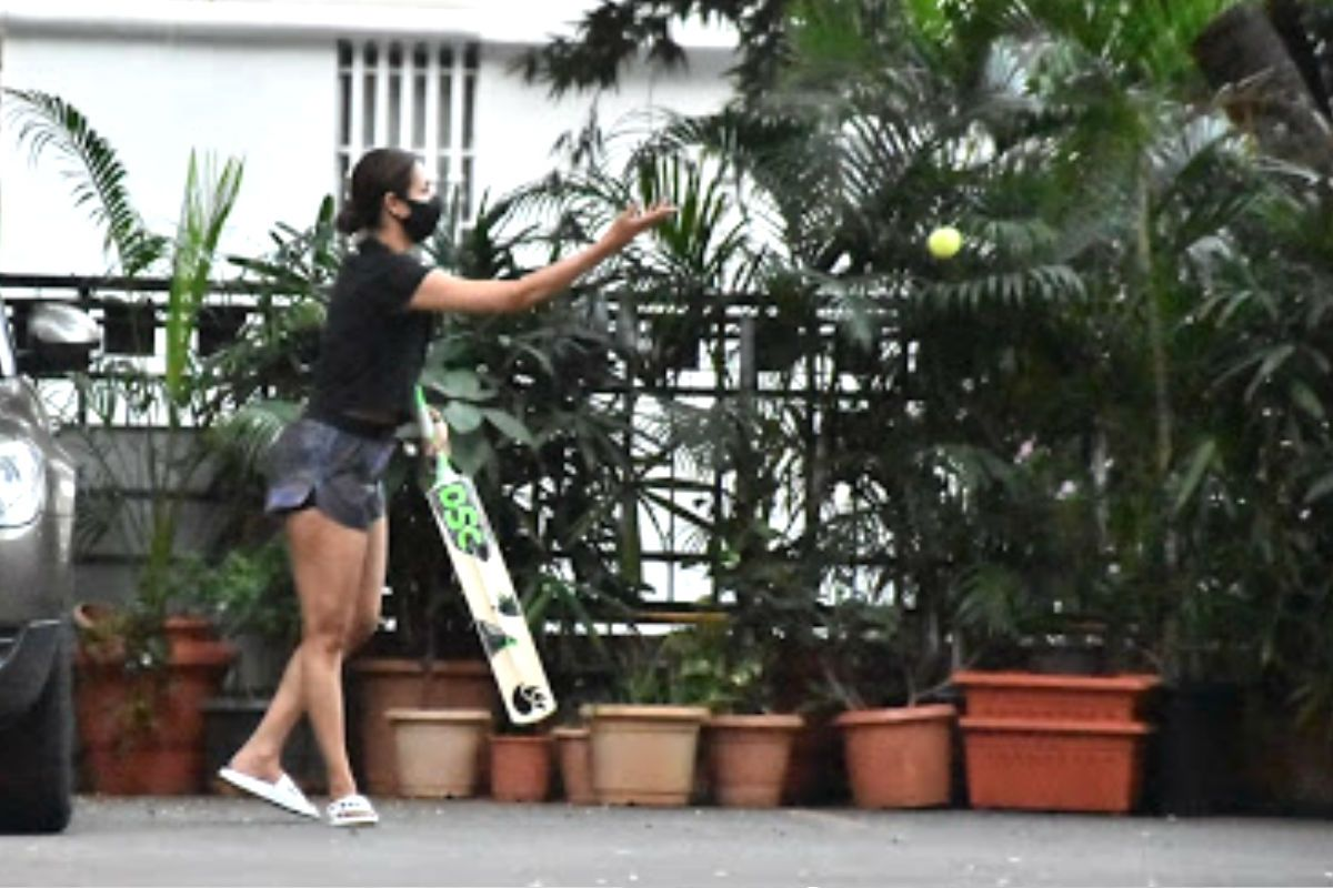 Malaika Arora Plays Cricket With Son Arhaan Khan And His Friends - Check Latest Pics