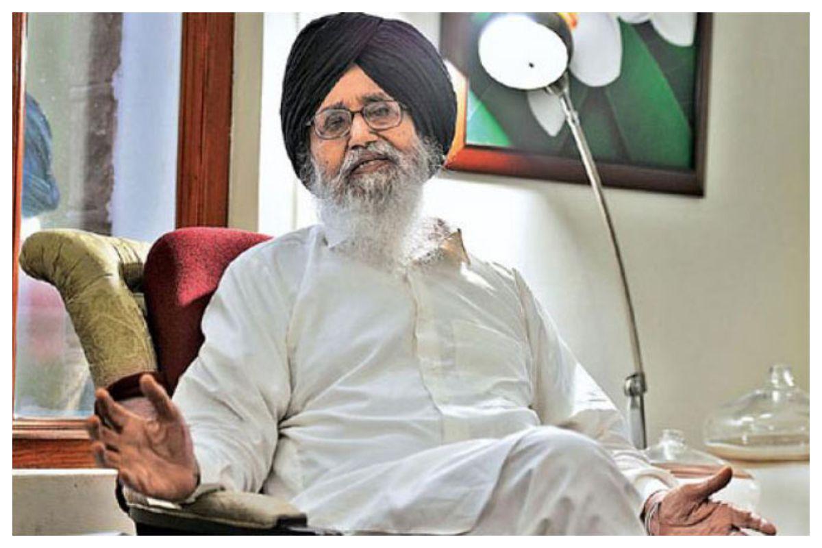 Parkash Singh Badal, Former Punjab Chief Minister, Returns Padma Vibhushan Award over Farmers' Protest | India.com