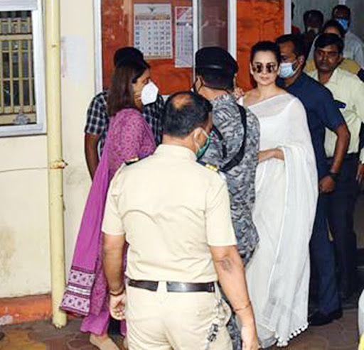 Kangana Ranaut Visits Bandra Police Station With Sister Rangoli Chandel in Sedition Case