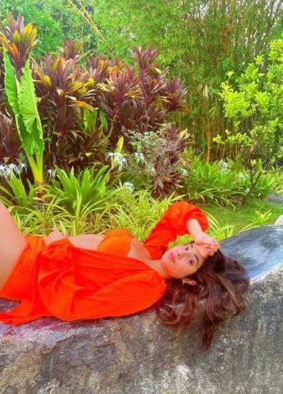 Janhvi Kapoor Looks Hot in Sizzling Orange Bikini