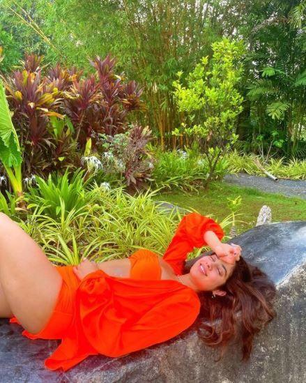 Janhvi Kapoor's Sunkissed Picture in Hot Orange Bikini