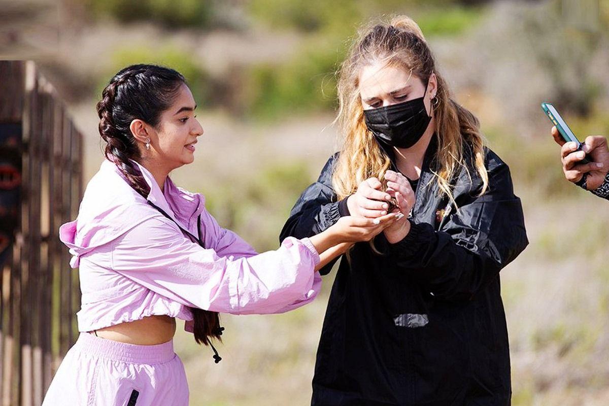 Anushka Sen takes big spider in her hands