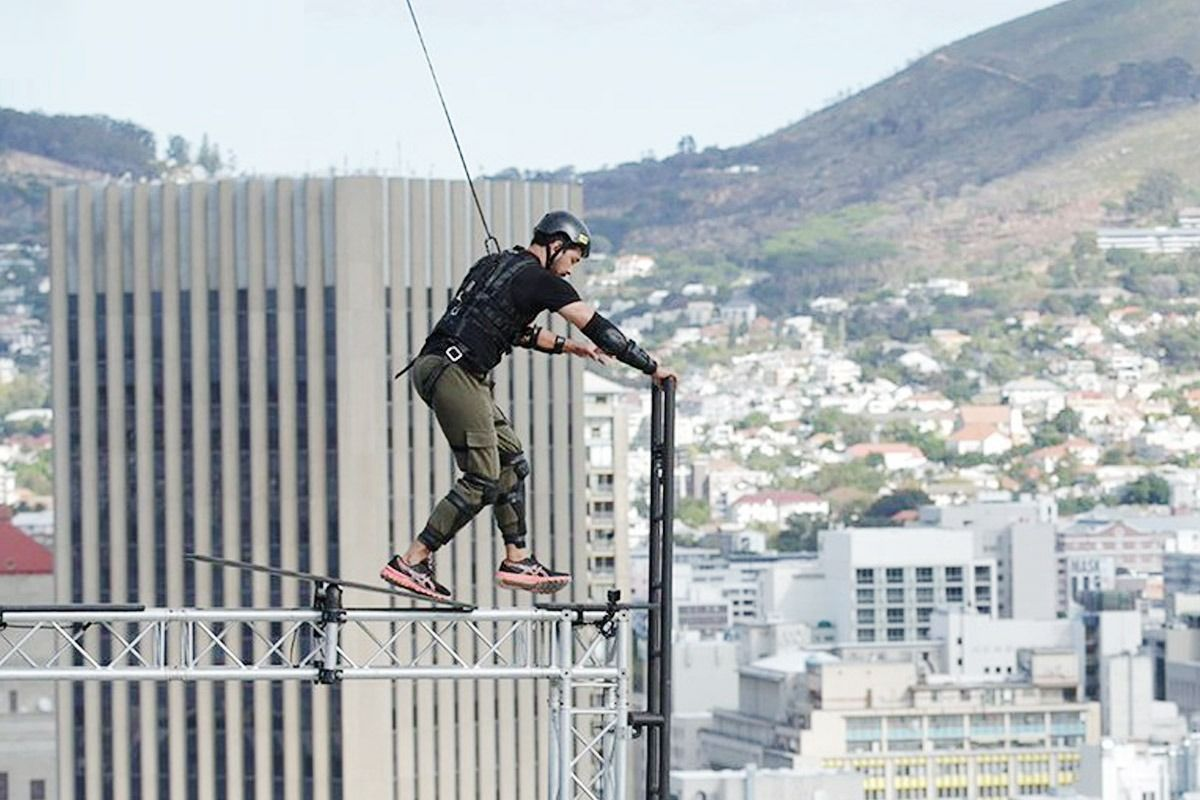 Abhinav Shukla performs stunts.