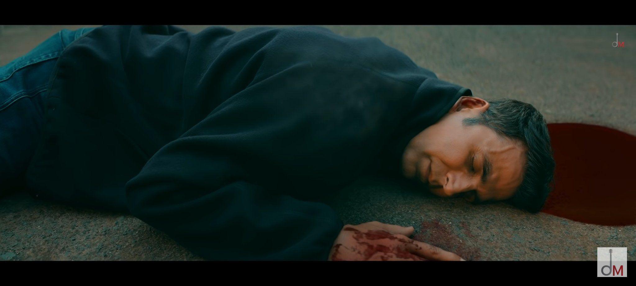 Akshay Kumar leaves his fans heartbroken in the song as he dies