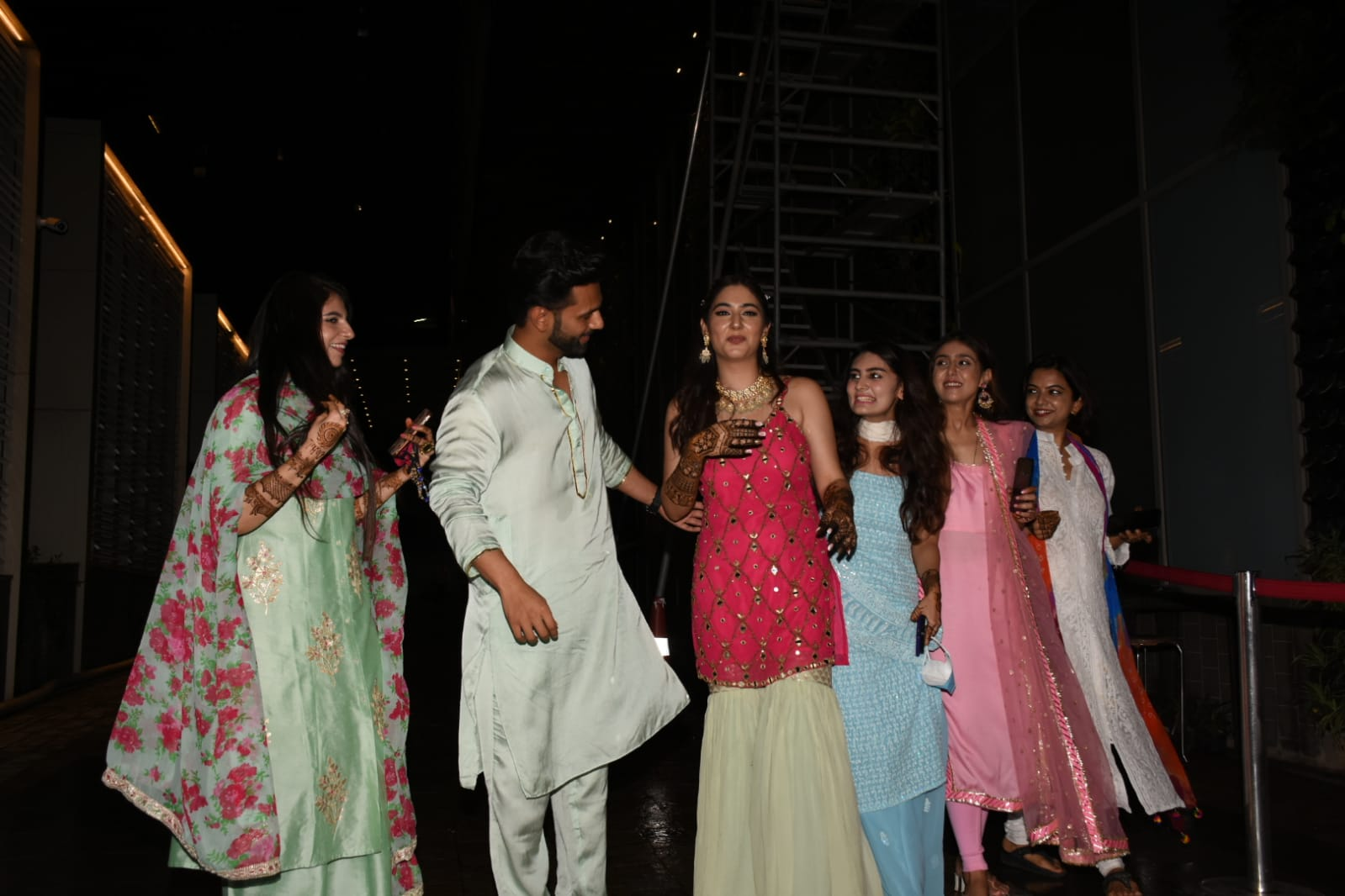 Rahul Vaidya poses with her 'saalis', Disha Parmar's friends and sisters on Mehendi Ceremony