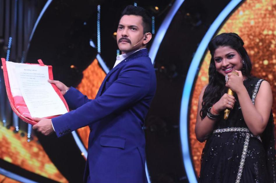 Bappi Da Presents a Contract To Arunita Kanjilal