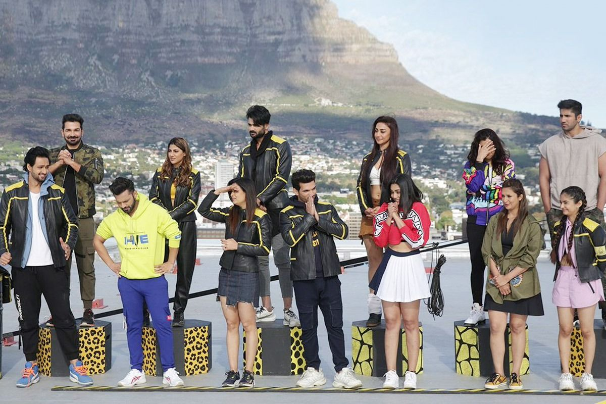 Contestants on terrace to perform stunts