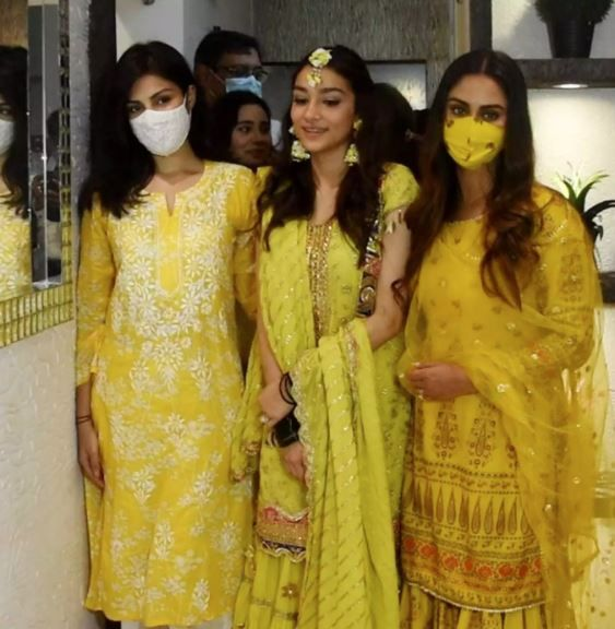 Rhea Chakraborty, Krystle D'Souza at Director Rumi Jaffery's daughter Alfia Jaffery's mehendi ceremony