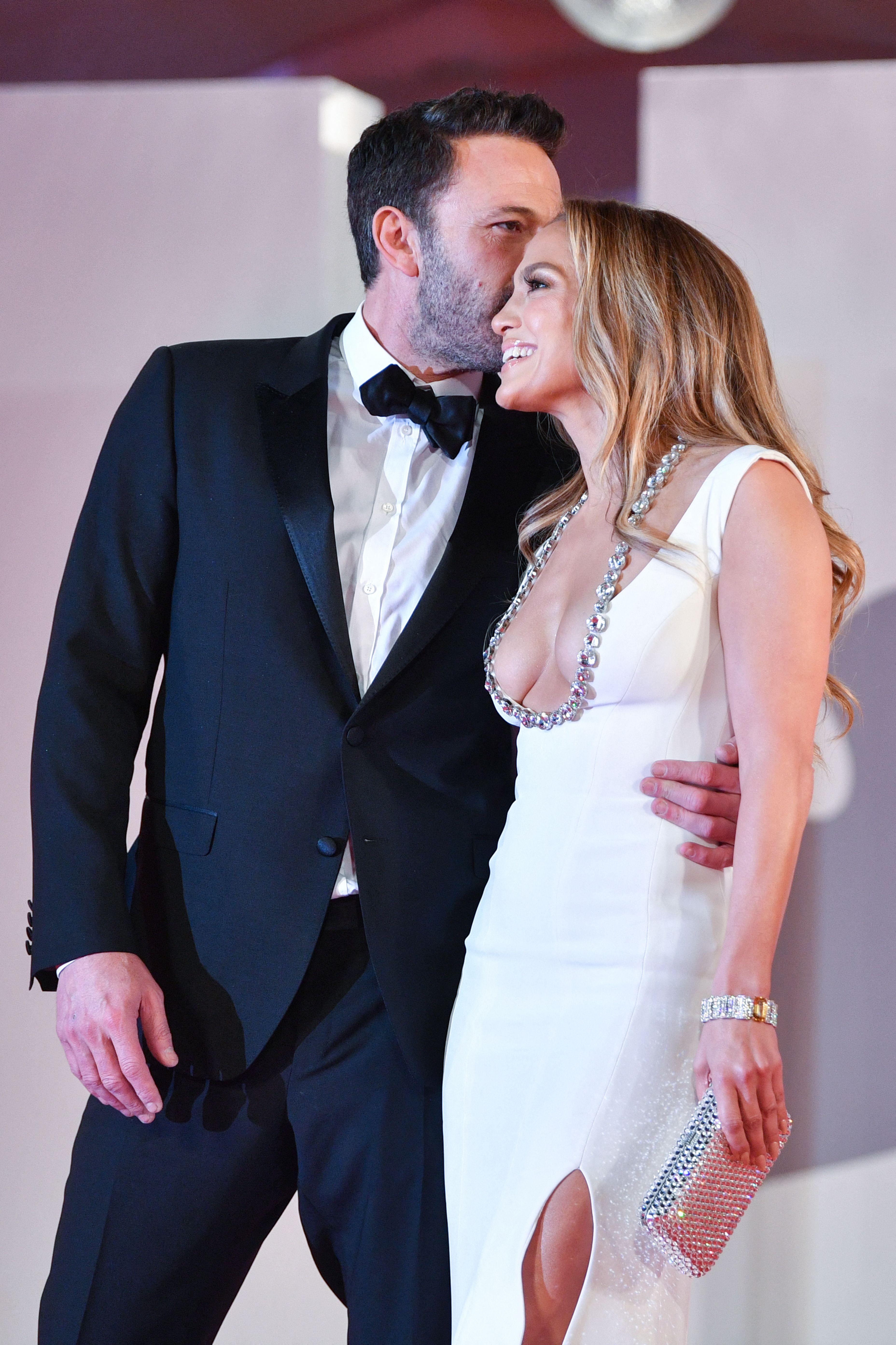 Jennifer Lopez-Ben Affleck Make Their Relationship Official Photo Credit: AFP