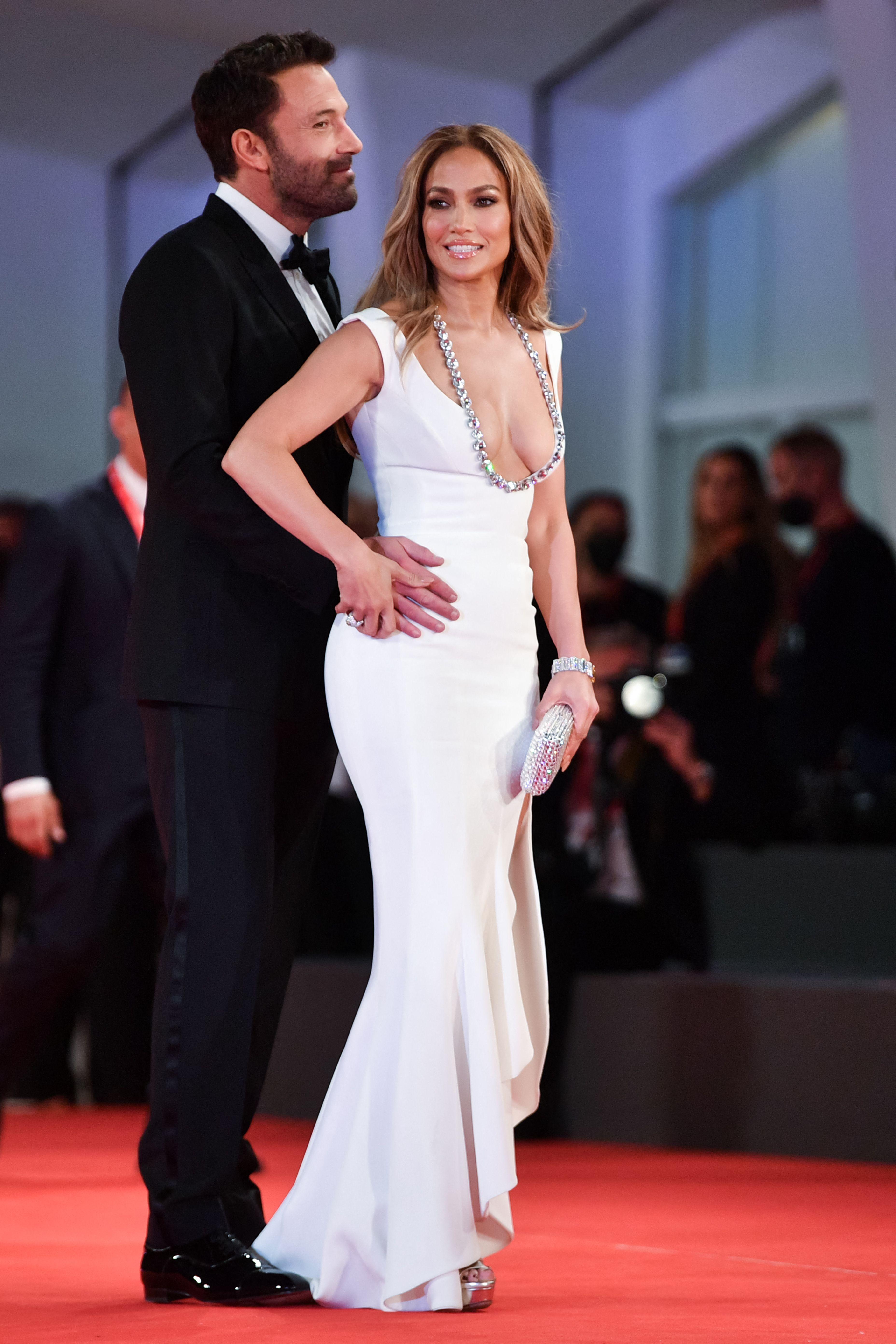 Jennifer Lopez-Ben Affleck Make Their Relationship Official