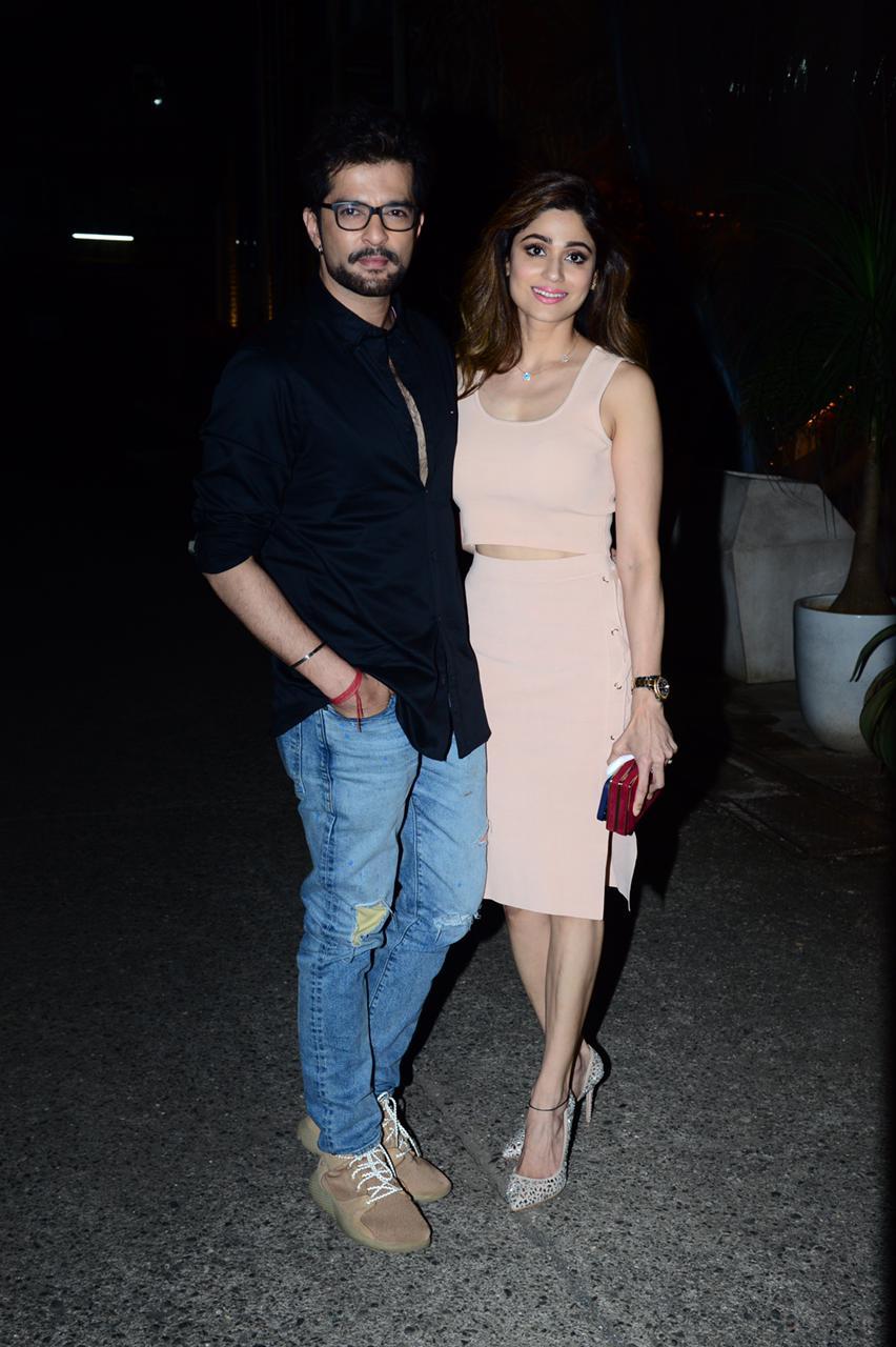 Raqesh Bapat and Shamita Shetty hug each other (PC: Viral Bhayani)