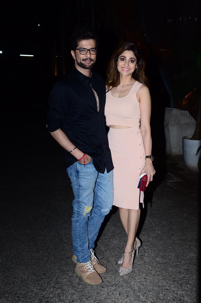 Raqesh Bapat and Shamita Shetty blush while posing (PC: Viral Bhayani)