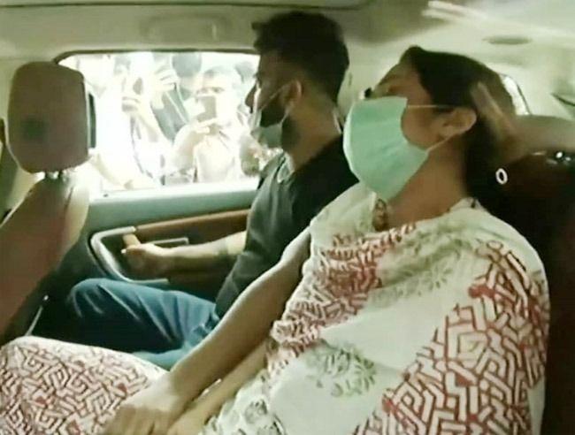Sidharth Shukla Last Rites LIVE UPDATES: Shehnaaz Gill Reaches Oshiwara Crematorium to Pay Her Last Respects