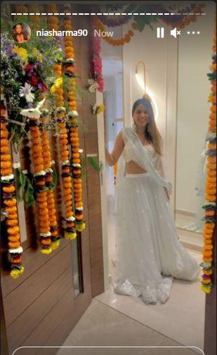 Nia Sharma's entry gate at home PC: Instagram.com/niasharma90/