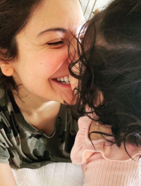 Anshka Sharma With Little Daughter Vamika