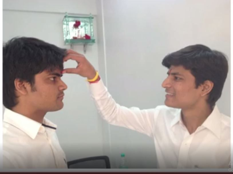 KBC 13 Contestant Chirag Mandot with his brother