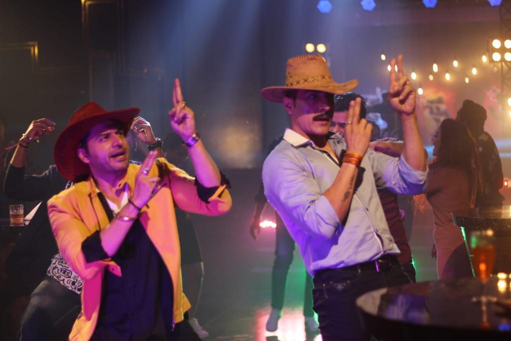 Sudhanshu Pandey Grooves To His Band Of Boys Hit Song 'Meri Neend Ud Gayi Hai'