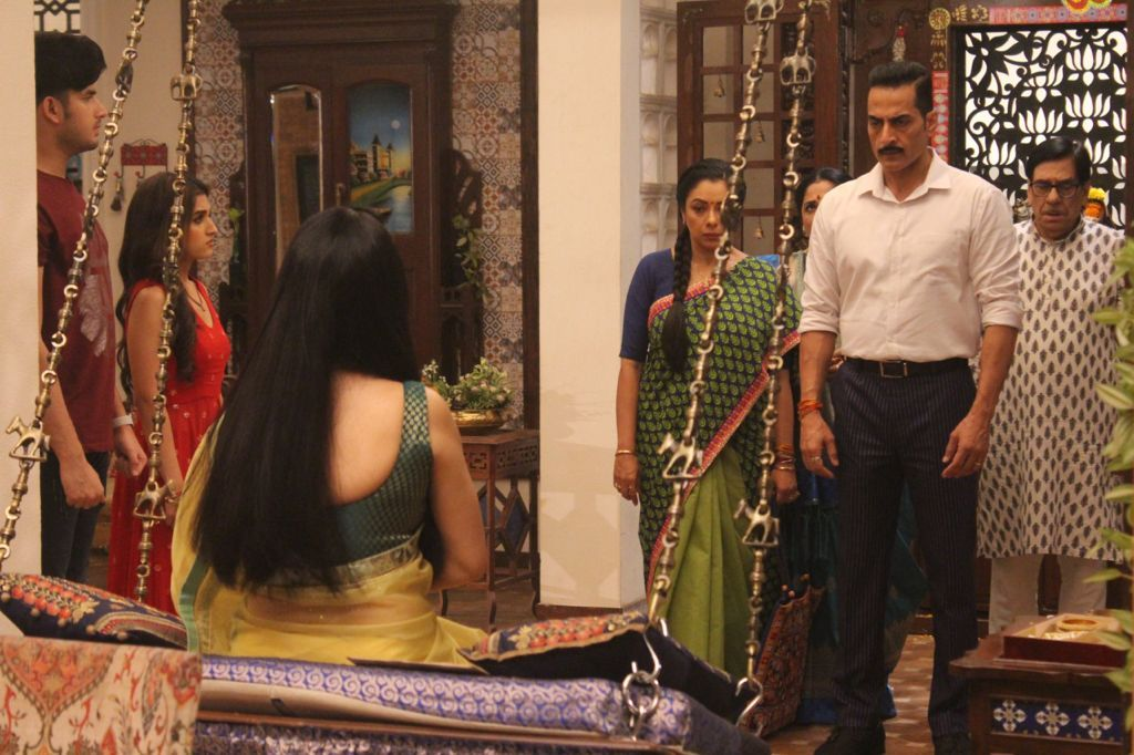 Anupamaa pays Rakhi's loan