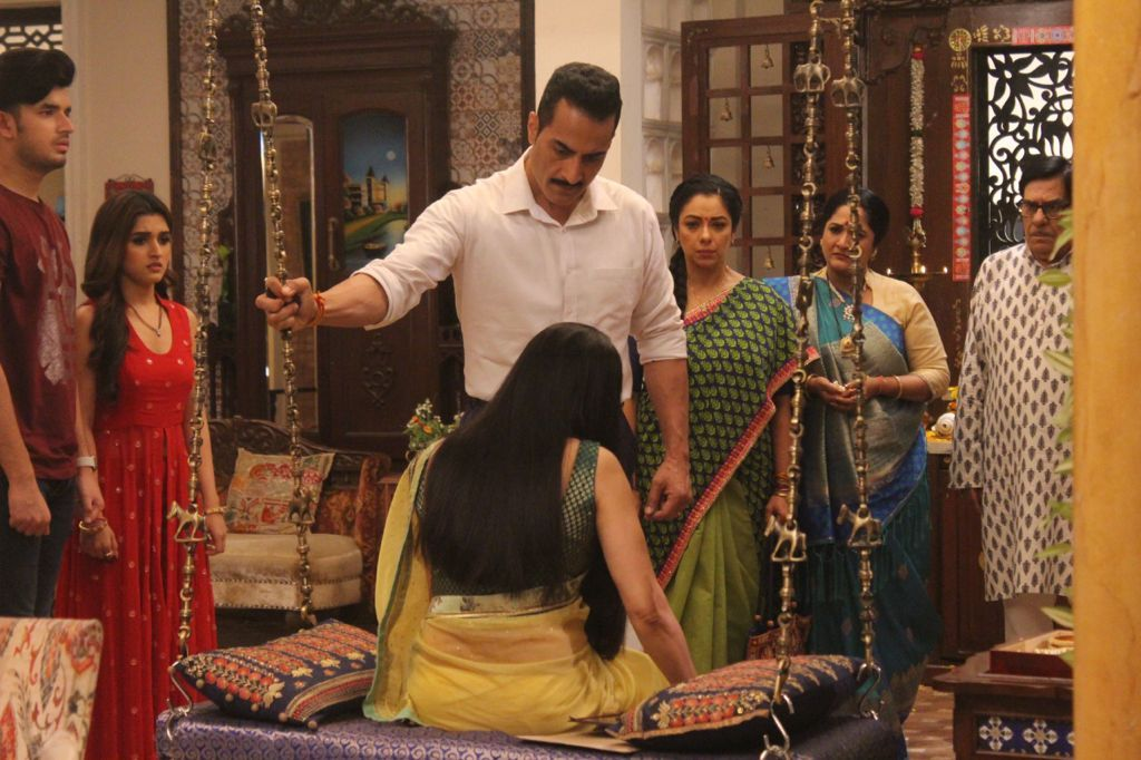 Vanraj gets furious at Rakhi Dave (Picture Credits: Team Anupamaa)