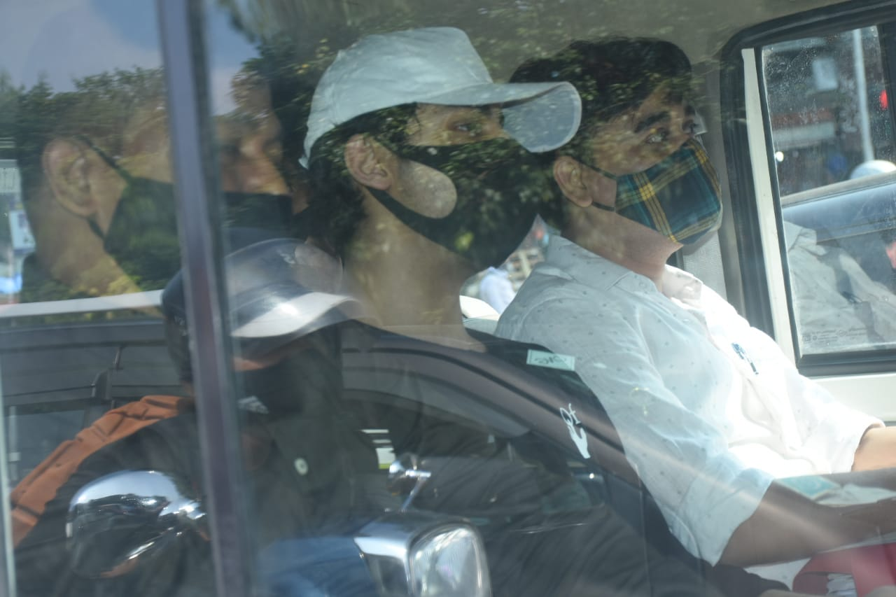 Aryan Khan Taken To Court For Hearing (Picture Credits: Viral Bhayani)