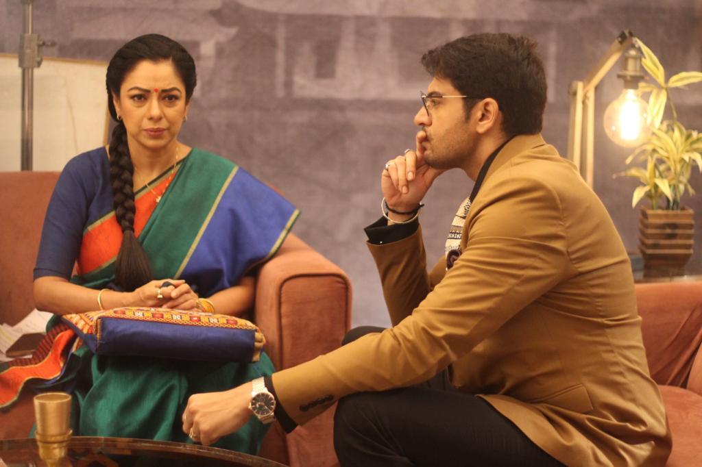 Anuj-Anupama discuss about hiring Kavya (Picture Credits: Team Anupamaa)