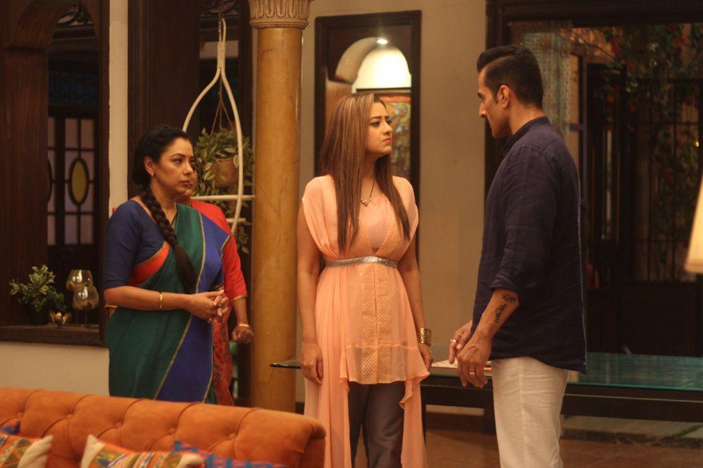 Vanraj lashes out at Anupama and Kavya (Picture Credits: Team Anupamaa)