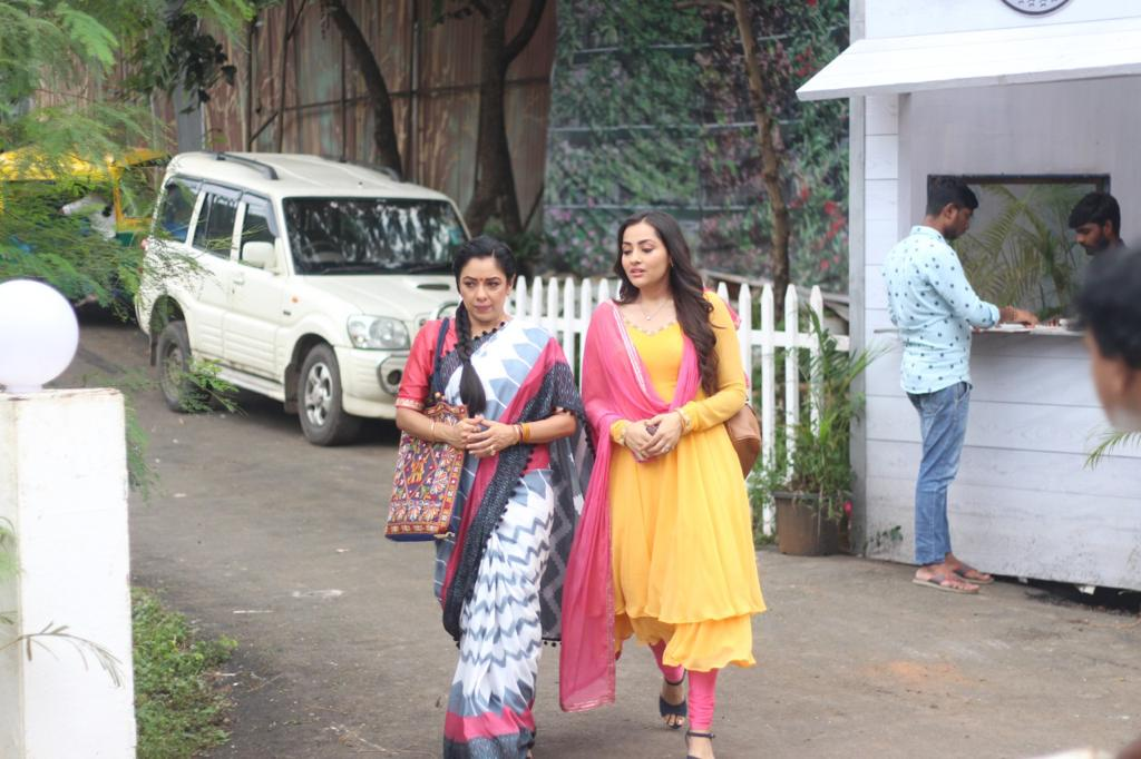 Nandini informs Anupama about Rohan (Picture Credits: Team Anupamaa)
