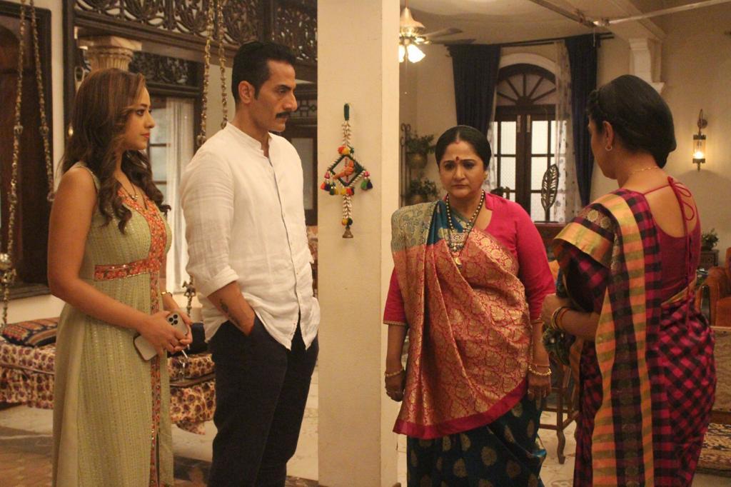 Baa in upset with Anupama and Anuj Kapadia's partnership (Picture Credits: Team Anupamaa)