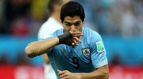 Luis Suarez's double helps Uruguay beat England 2-1