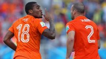 Netherlands super-subs sink Chile 2-0 to top Group B